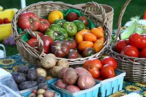 Farm fresh produce at a local farmers market