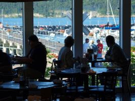 Lakefront dining - delicious and beautiful!